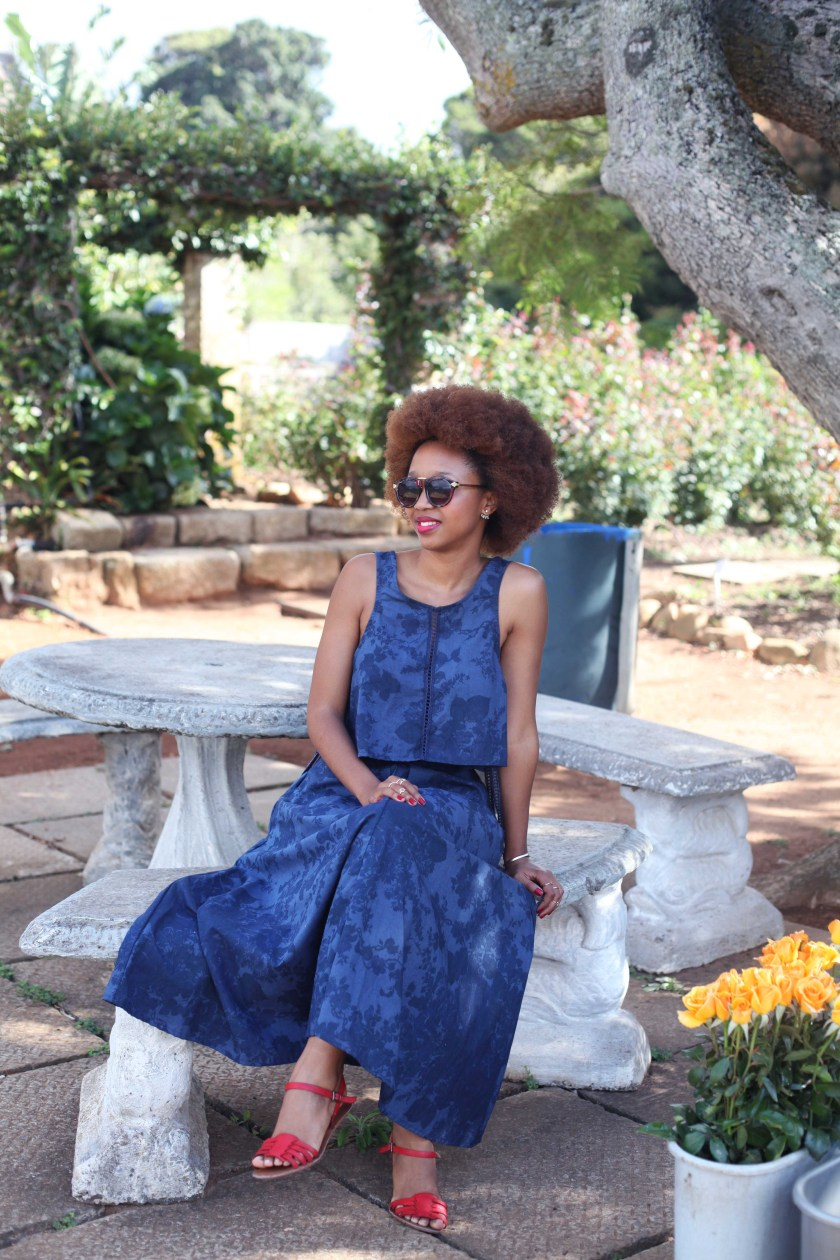 02_roses_are_red_bluemonday_outfit_chart_farm_wynberg_capetown_rose_picking_tokelo_motsepe_through_shaded_eyes